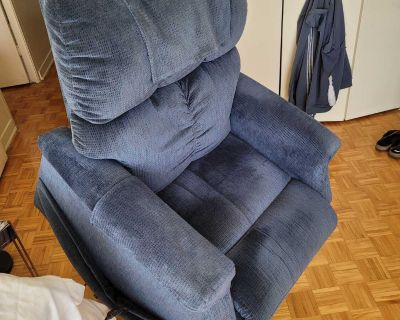 Golden Technologies: very comfortable and clean lifting chair