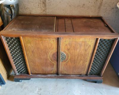 Magnavox Vintage Turn Table approx 50 years old- not sure of it still works