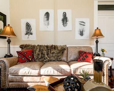 In Town Villas   On Main St.   Luxurious & Comfortable - Fredericksburg