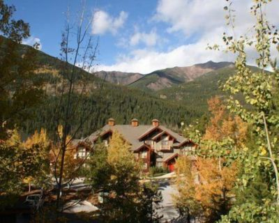 GREAT VIEWS OF SKI HILL AND VALLEY IN UPPER VILLAGE CLOSE TO ALL AMENITIES! - Panorama
