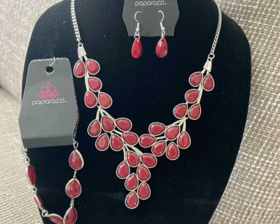 Gorgeous New Cranberry Short Necklace $10.33 (set)