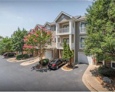 Townhouse in prime location. Pet OK!