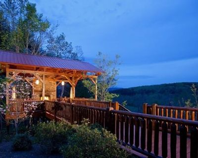 Serendipity~5 King Suites w/ Ensuite Baths~Treehouse w/ Hot Tub, Seating, Fireplace~Game Room - Dial