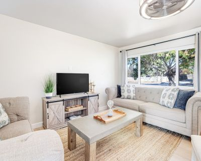 Fantastic Dog-friendly Home W/ Private Hot Tub, Pool Table, Free Wifi & Backyard - Santa Rosa