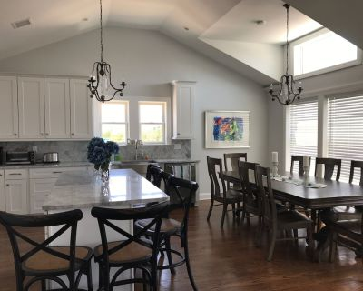 Vacation Oasis in LBI Brand New: 6 Bedrooms and heated pool short walk to beach - Loveladies