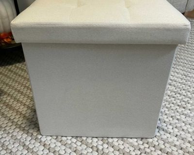Collapsible Storage Ottoman (A)