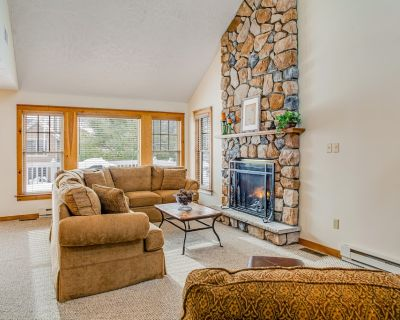 Three-Story, Dog-Friendly Townhouse w/ Free WiFi, Central A/C, & a Gas Fireplace - Camelback Mountain Resort