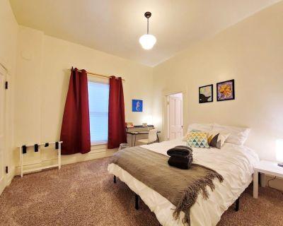 Loftium | Stylish 2BR/1BA Suite - Historic Denver District! - Five Points