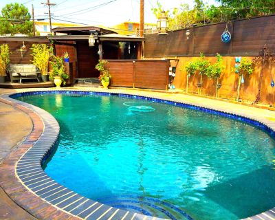 Secluded pool and spa in your private Oasis, 5 min to Beach/Lax. - Westchester