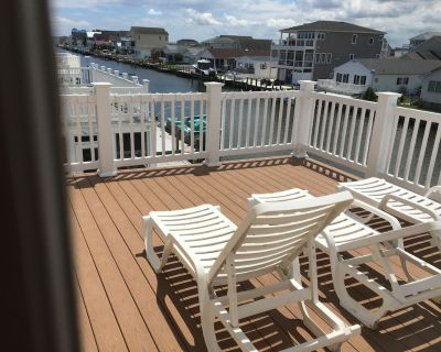 Beautiful Waterfront 5 Bedroom 3.5 bath, incl 2 Master Suites, boat dock, pool - Selbyville