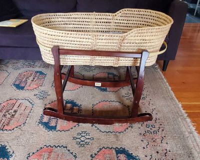 Moses basket with jolly jumper stand