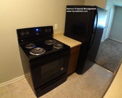 3 Bed 1 Bath Duplex Unit Available Near 13th and Hillside
