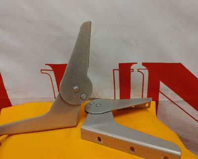 Pinch proof boat seat hinges