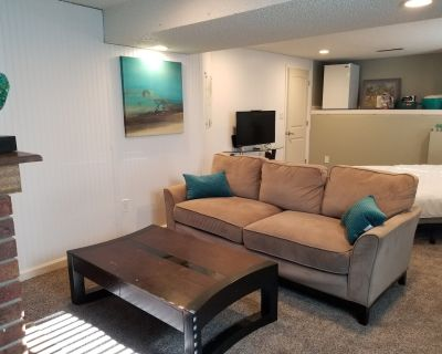 Cozy, 420/pet friendly private room - Briargate
