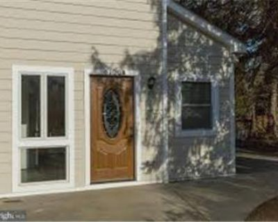 Duplex available now in Bethesda, MD