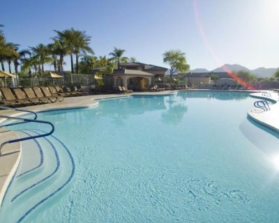 Outdoor Getaway! Spacious 2BR Unit, Full Kitchen, Pool - North Scottsdale