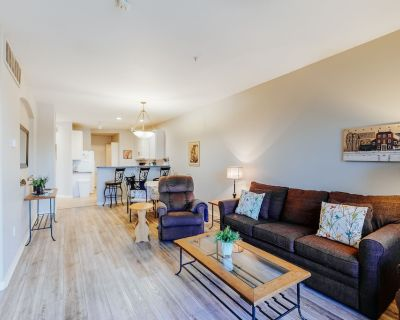 Updated, Lakefront Condo w/Free WiFi, Central A/C, & Shared Heated Pool, Grills - Superstition Lakes