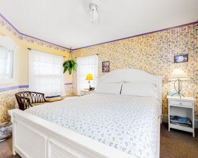 Second Floor Suite w/ High-speed Wifi & Outdoor Shower - Two Blocks From Ocean - Ocean City