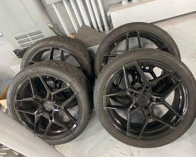 "Cayenne 22"" Rims & Tires"