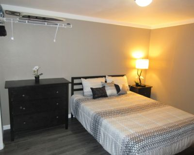 Cozy Backyard Guest House with a Queen size Bed and a Single Sofa Bed - North San Antonio - SAT