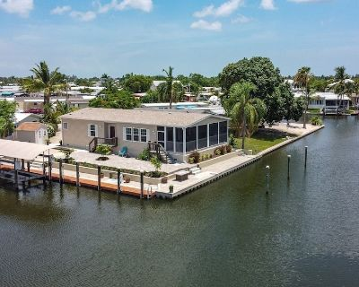 GORGEOUS 3/2 ON WATER HOME WITH A BOAT LIFT! - Saint James City