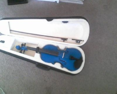 $150 blue full size violin