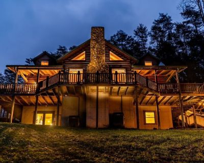 The Lodge: SLEEPS 23 - Hot Tub, Fire Pit, Game Room - Hocking County