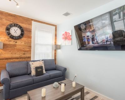 Family and dog-friendly island condo w/ full kitchen and a great location! - Historic Seaport