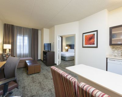 Staybridge Suites Chicago-Oakbrook Terrace, an IHG Hotel - Oakbrook Terrace