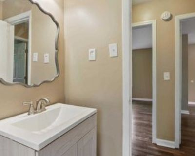Room for Rent - less than a minute walk to bus st, Atlanta, GA 30318 1 Bedroom House