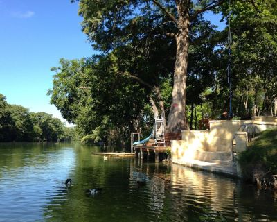 Riverfront House on Guadalupe-3BR W/Opt 4BR -Texas Hill Country-Day's Away House - Center Point