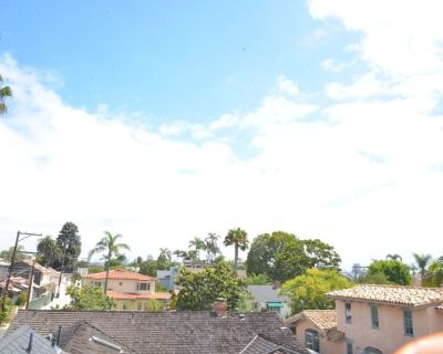 3 Blocks from the Beach and rooftop patio view of San Diego! - Coronado
