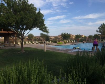 Sunny and warm south patio bungalow situated by Johnson Ranch Golf Course. - San Tan Valley