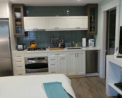 Compact, Modern Suite - Sleeps 2, Near Park, Zoo, Beaches - North Park