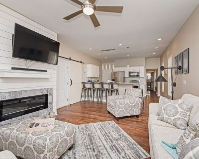 Combined Duplex on the Monon Trail near north Downtown Indy. Perfect for groups - Kennedy King