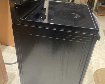 Whirlpool Electric Stove (used) Model WFE530COES