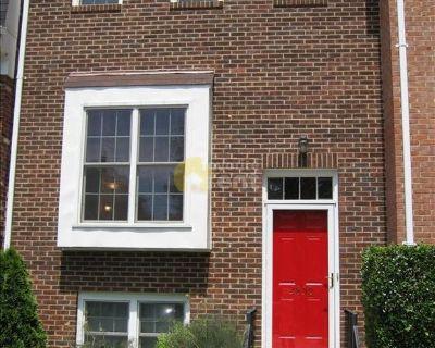 Big Townhouse 2 Bedroom in Potomac West, Alexandria