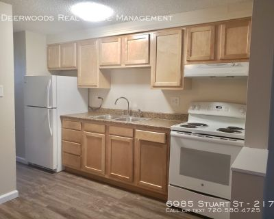 1 Bed / 1 Bath - Updated Kitchen, Pet Friendly, Tenant Parking Lot, & On Site Laundry