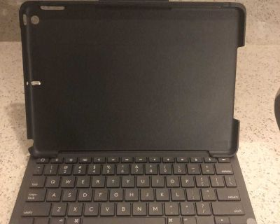 Apple iPad 7th generation tablet case with keyboard