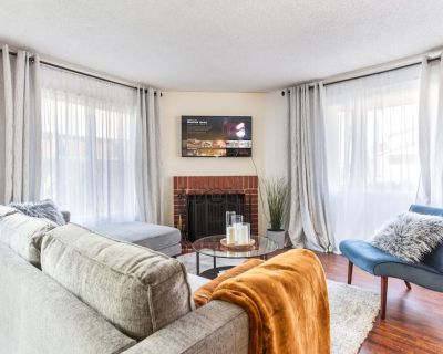 Spacious Townhome Only 2 Miles From Beaches - Hawthorne