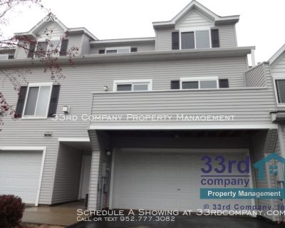 Pine Summit of Cottage Grove Townhome !