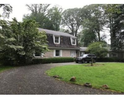 5 Bed 3 Bath Foreclosure Property in Glen Cove, NY 11542 - Townsend Rd