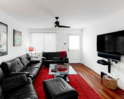 Second-Floor Condo in Great Location w/Free WiFi, Private Hot Tub, Gas Grill, AC - Carlsbad