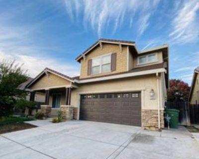 1001 La Paloma St, Turlock, CA 95382 5 Bedroom House