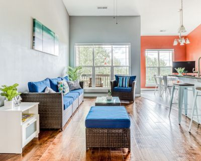 Family-Friendly Townhouse with High-Speed WiFi, Washer/Dryer, and Central AC - Happy Valley