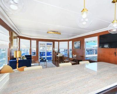 Floating Paradise Houseboat on Lake Cumberland! - Nancy