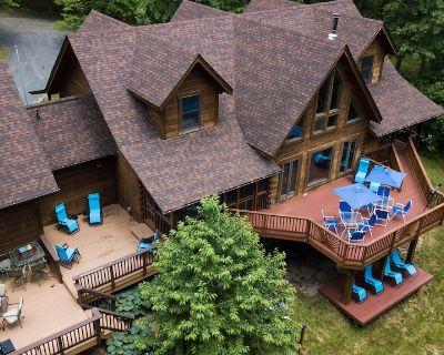Your 6000s/f resort 2000s/f deck-Hot tub-Sauna-Arcade games-15 acres - Blue Ridge