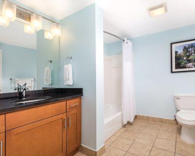 Luxurious 2 Bedroom Suite with Comfortable Queen Murphy Bed. - Terra Lago