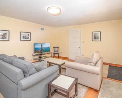 Marina One Bedroom Private Garden Apartment - Cow Hollow