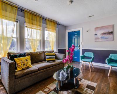 King bed + 4K TV Two bedrooms Fast Wifi / - Marietta
